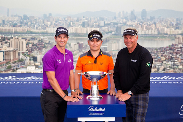 dam Scott (left), YE Yang (middle), the 2009 US PGA Championship winner, and British Open champion Darren Clarke (right)