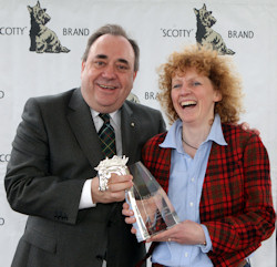 Scotland's First Minister, Alex Salmond, presents the Isle of Skye Blended Scotch Whisky Scottish Jump Trainers' Championship Award to Scotland's number one National Hunt trainer, Lucinda Russell